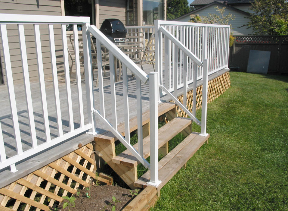 Wide-Stair-White-Picket-Railing