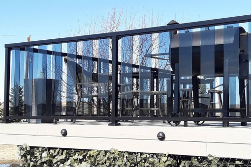 black-railing-with-6-inch-clear-glass-panels-img-3