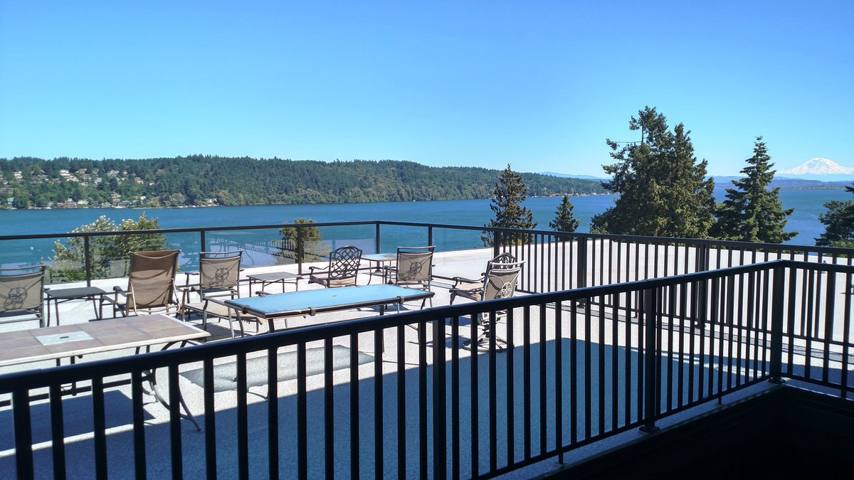 Peak Aluminum Railing with Black Posts and Pickets